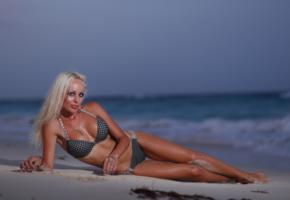 perfect lady, blonde, sexy legs, vikki, perfect tits, beach, sea, bikini, tanned