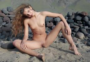 antea, altea b, belinda k, auburn, outdoors, desert, naked, small tits, hard nipples, shaved pussy, labia, ass, spread legs, ultra hi-q