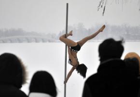 black hair, pole, dancer, inverted, pose, pole dancer, sporty, legs, winter, snow, outdoor