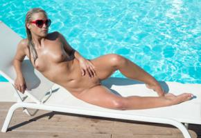 vinna reed, cristal caitlin, vienna reed, shanie ryan, blonde, pool, naked, tits, nipples, shaved pussy, labia, sunglasses, hi-q