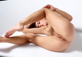 gloria sol, aaliyah, cameron, gloria, penelope y, sofieq, sofiya oleinik, model, brunette, pussy, shaved pussy, labia, anus, bathtub, ass