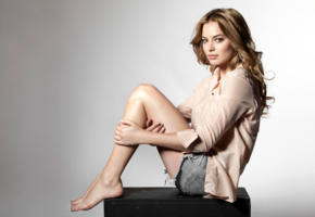 margot robbie, model, actress, beautiful, legs, feet, non nude, aussie, australian