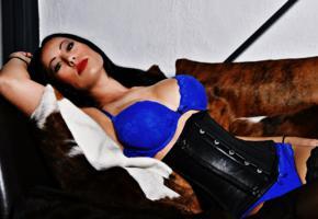 robin, brunette, fetish model, decollete, leather, underbust corset, red lips, robin knox, mistress robin knox