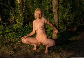 jennifer, blonde, sexy girl, nude, pussy, outdoor, shaved pussy, jennifer r, boobs, tits, squatting