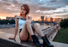 vasilisa sarovskaya, model, pretty, brunette, russian, t-shirt, shorts, fishnet, boots, river, moscow, 4k, uhd, tattoo, sunset