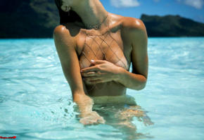 alexis ren, kim akrich 2017, final fantasy xv, sexy girl, sexy ftopx girl, perfect tits, tanned, sea, tropics, handbra, ocean, nude, wet