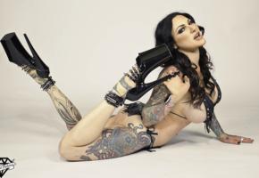 jenevieve hexxx, brunette, curvy, pornactress, tattoo, ultra plateau heels, body art