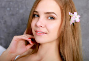 carolina, carolina sampaio, model, blue eyes, russian, smile, sensual lips, 4k, face, flower, portrait