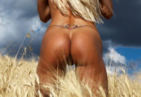 lara de santis, blonde, closeup, tanned, field, ass, tramp stamp