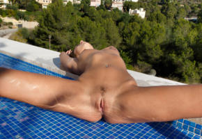 sabrisse, sabrisse a, aaliyah, brunette, pool, wet, naked, boobs, tits, landing strip, pussy, labia, spread legs, pierced navel, hi-q