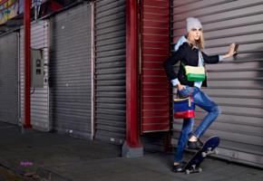 cara delevingne, top model, blonde, bag, jeans, skateboard, fashion, glamour, beanie