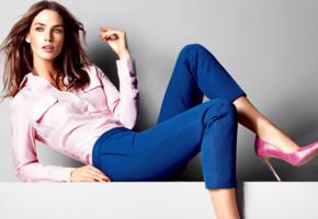 crista cober, top model, brunette, sensual lips, shirt, jeans, high heels, stilettos, fashion, glamour, canada