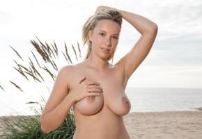 agatha, blonde, beach, naked, boobs, big tits, nipples, ultra hi-q, peitos