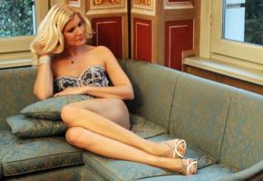 lingerie, italian model, blonde slut, escort, legs, bra, mature