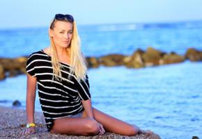 legs, blonde, sea, beach, non nude, sunglasses