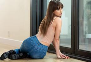 riley reid, jeans, pretty girl, pornstar, non nude, brunette