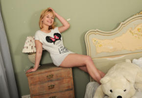 bianca bell, blonde, teen, bed, chubby, cute, non nude, smile