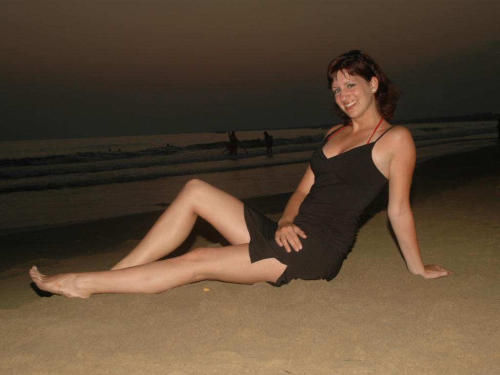 Download photo 1024x768, beach, bikini, babe, milf, sexy