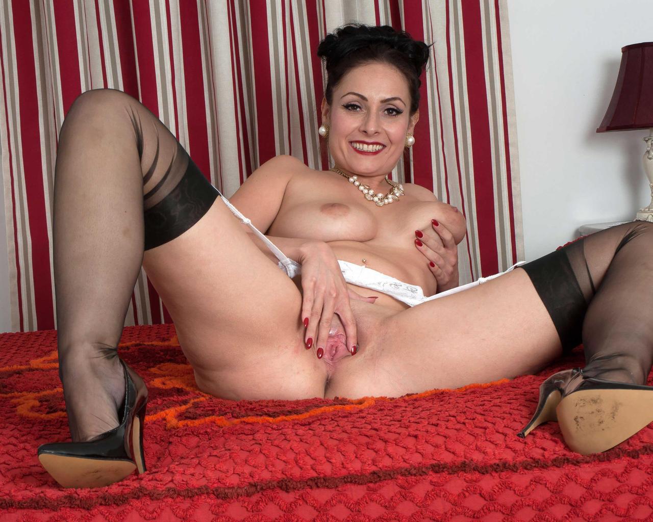 naked mom spreading leg