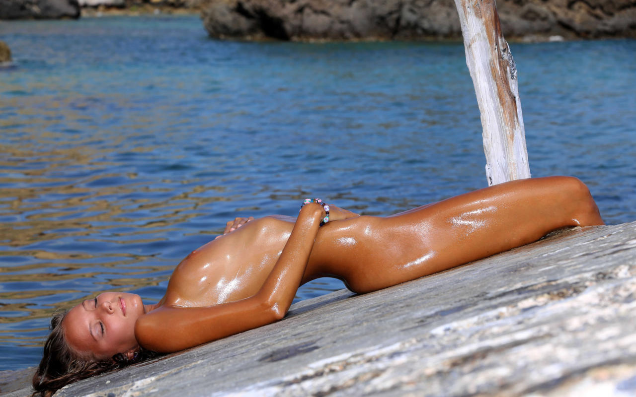 Wet Oiled Pussy 99