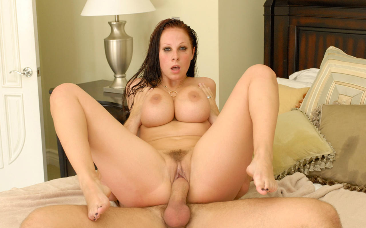 Gianna michaels legs open