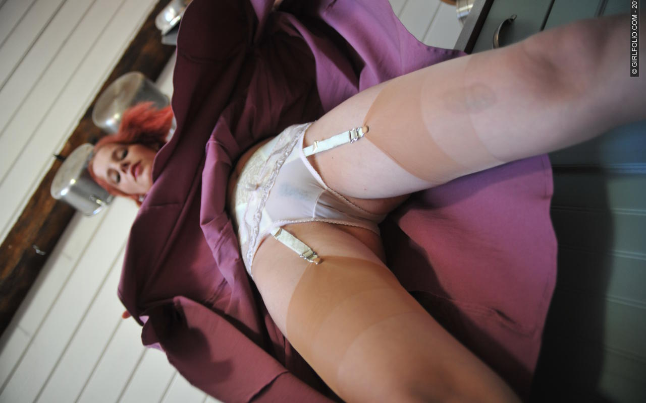 Camel Toe Pussy In A Skirt Pics 7