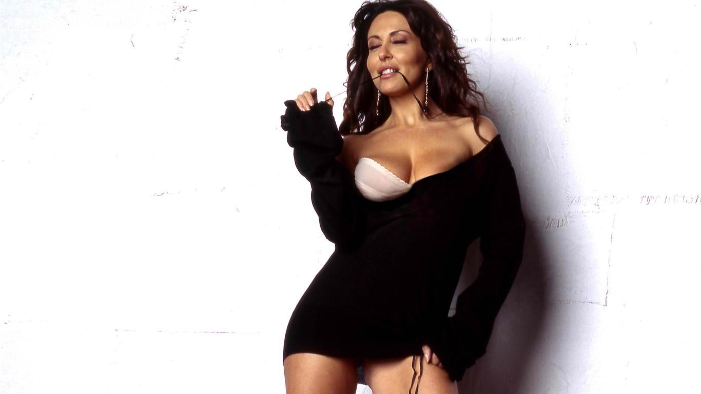 download photo 1366x768 sabrina ferilli actress sexy