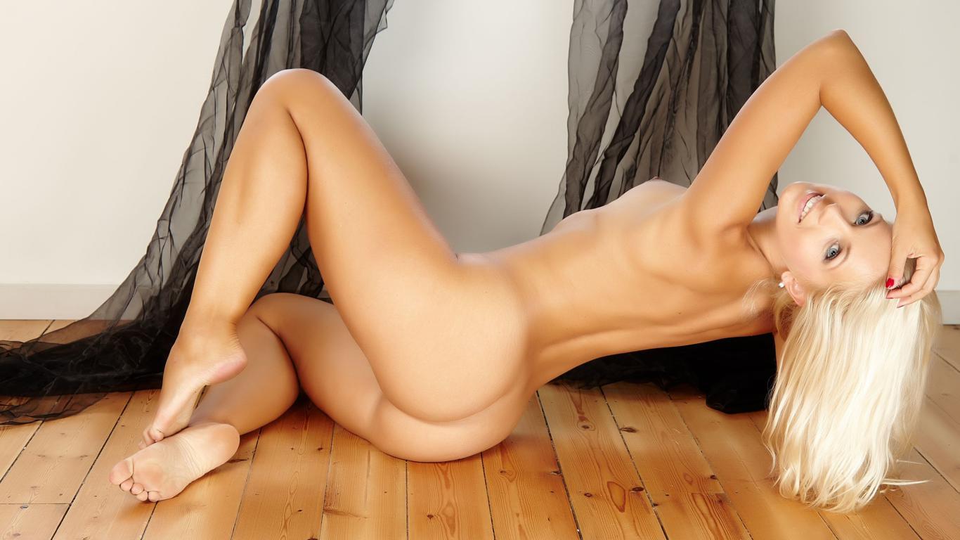 Download photo 1366x768, jenni, jenni gregg, blonde, sexy ...