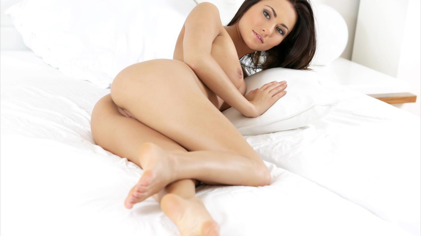 download photo 1366x768 michaela isizzu bru te sexy