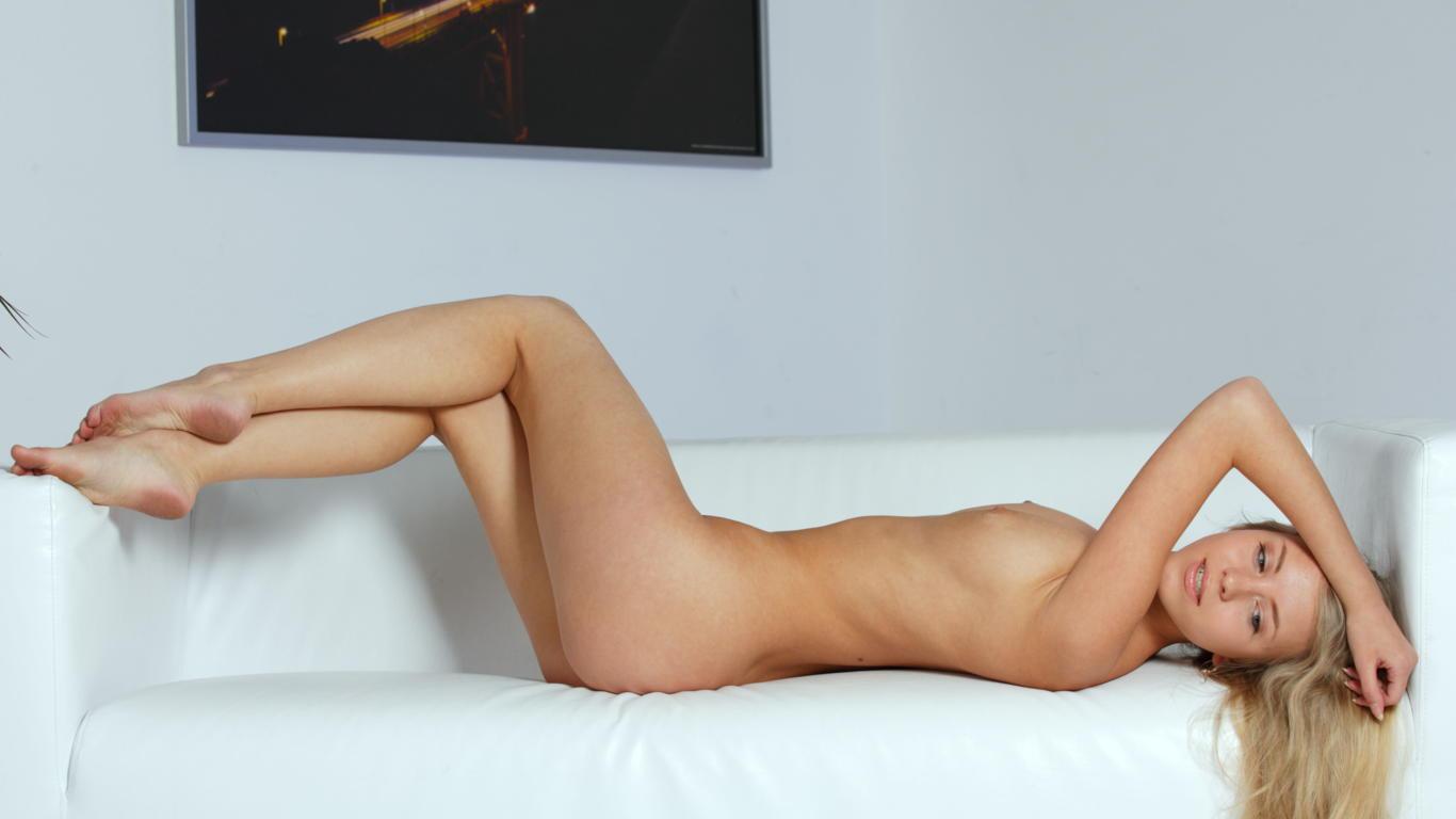 Download photo 1366x768, barbara d, blonde, sexy girl ...