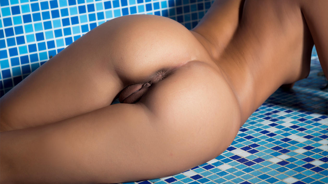 Download photo 1366x768, ass, bathroom, brunette, hot ass ...