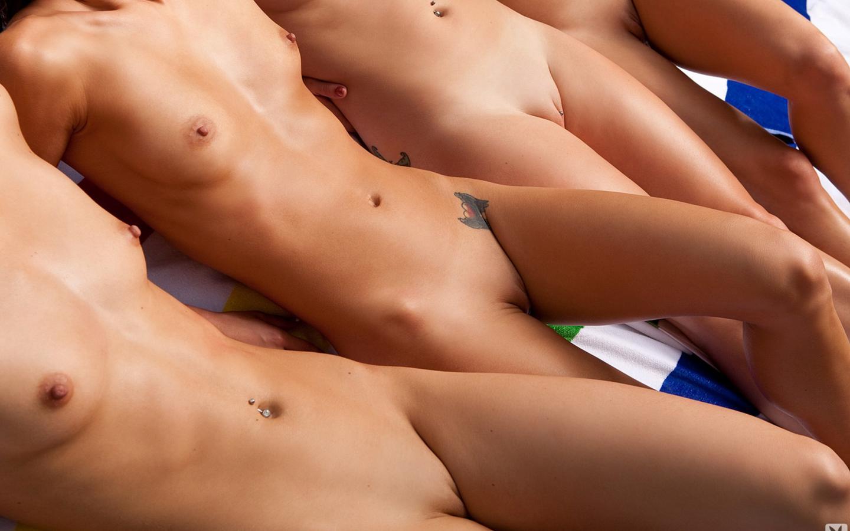 image Group of girls go wild for fullmonty