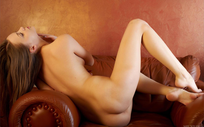Download photo 1440x900, amelie, russian, brunette, legs ...