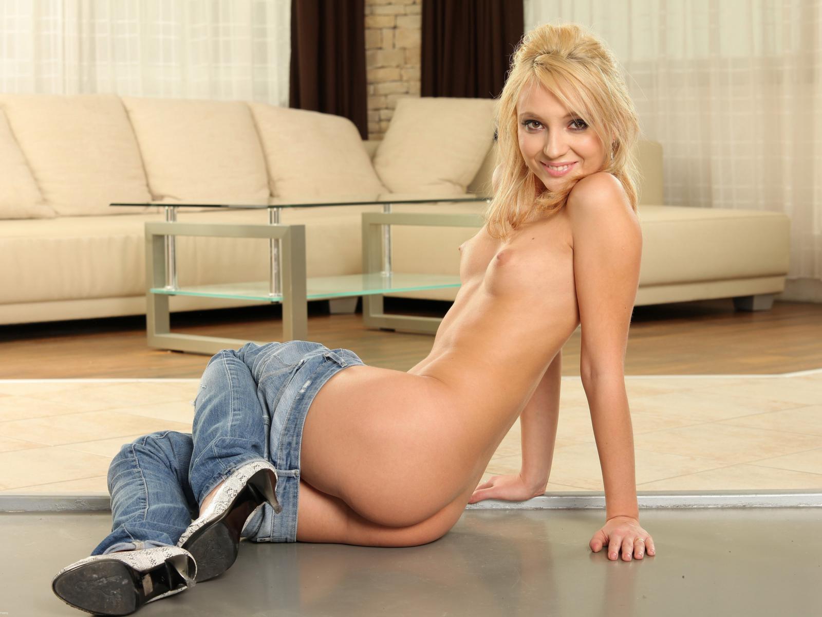 Nude skinny teen ass