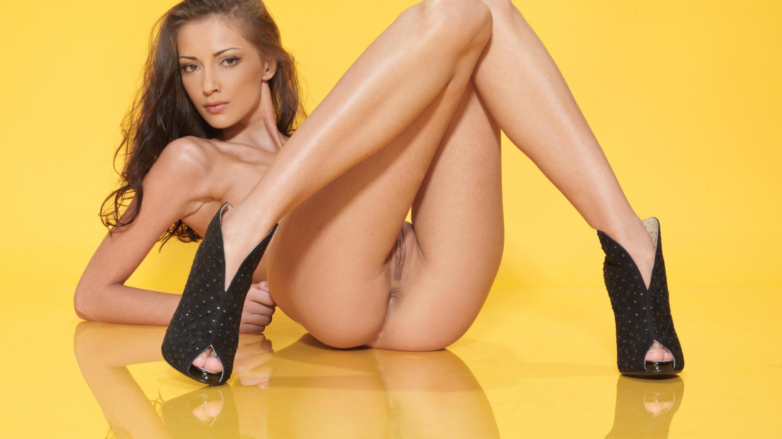 Eufrat - Sexy Brunette Czech Adult Model (263 Links)