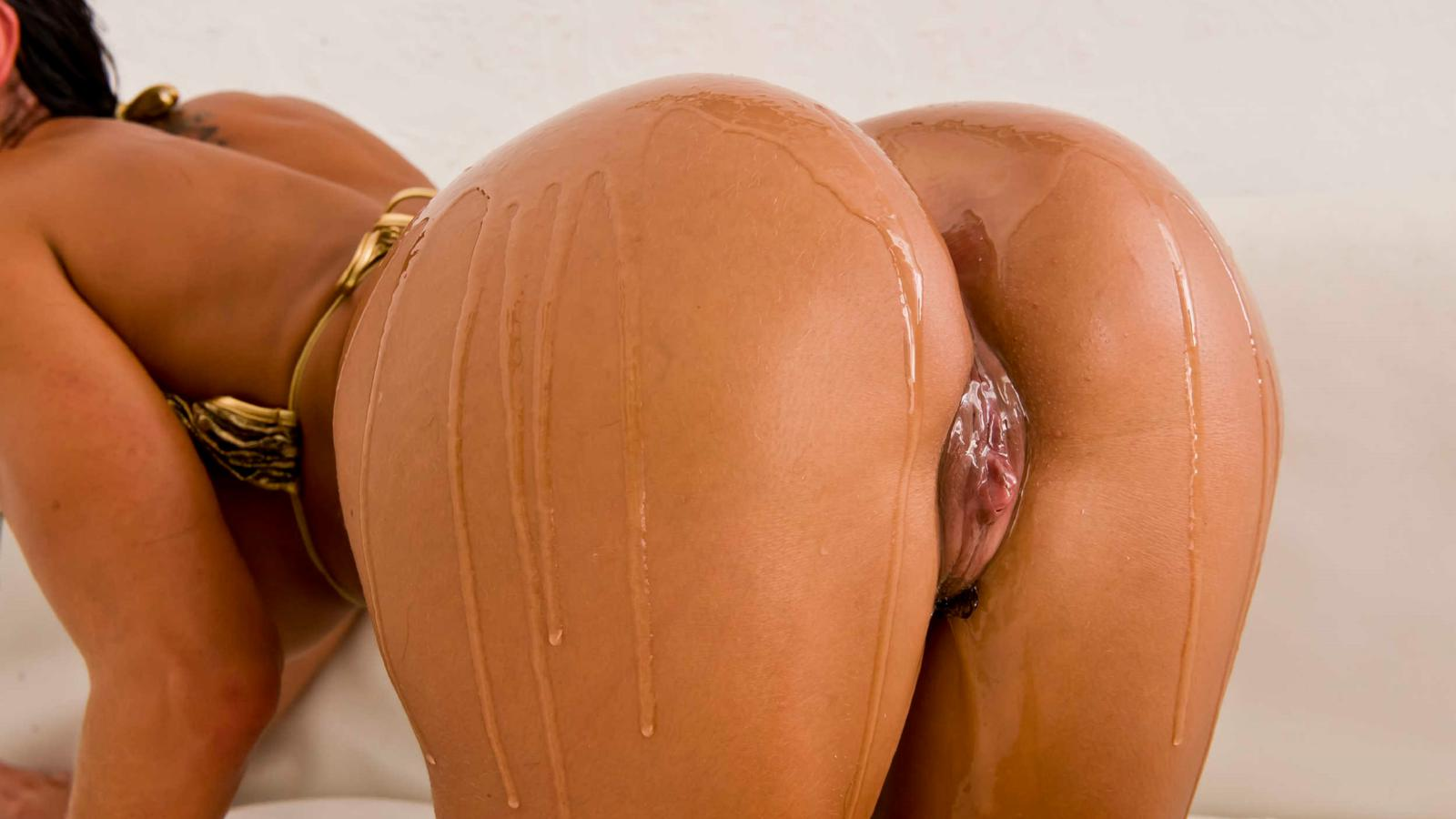 perfect ass Pussy oiled
