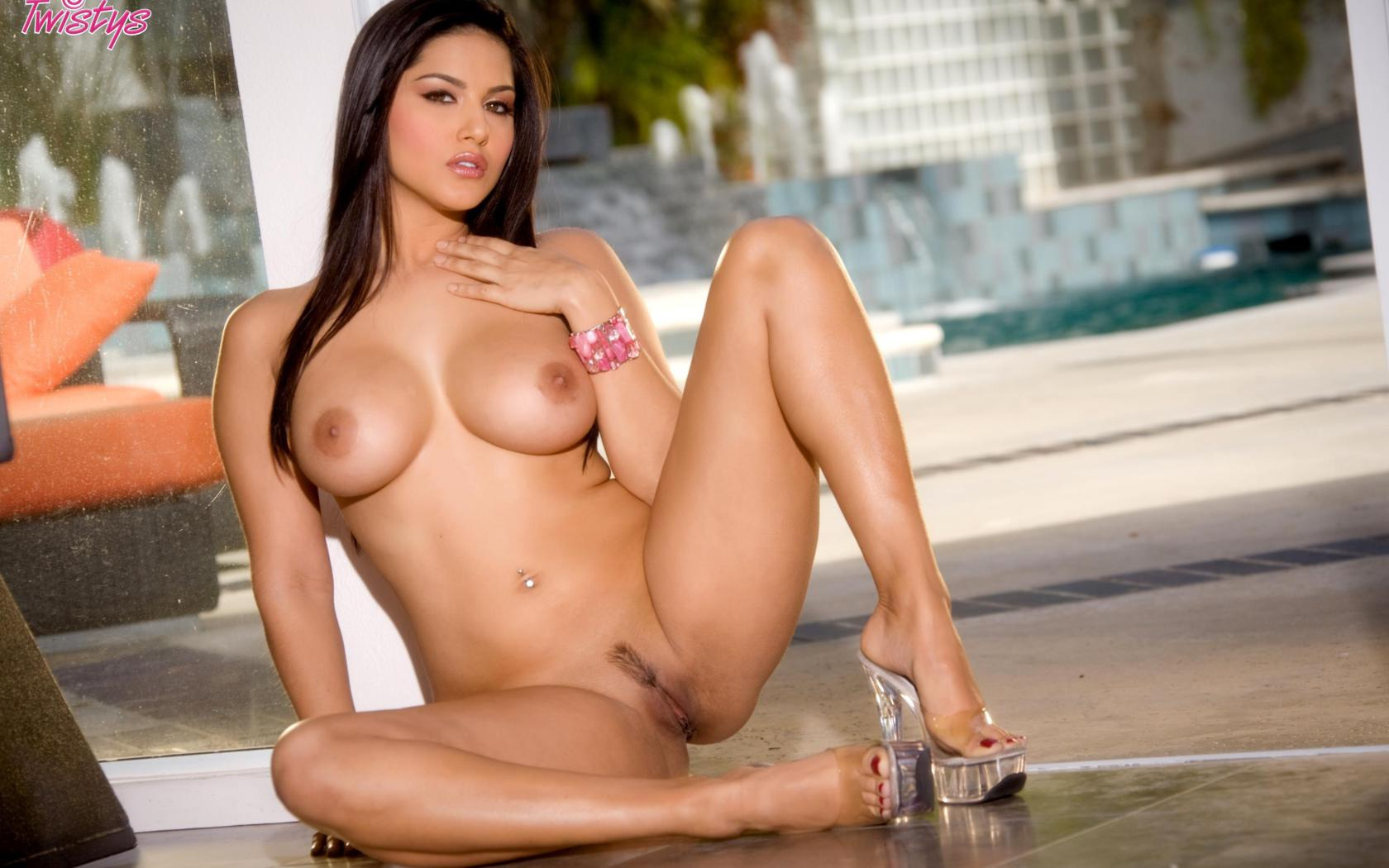 rhea perlman nude