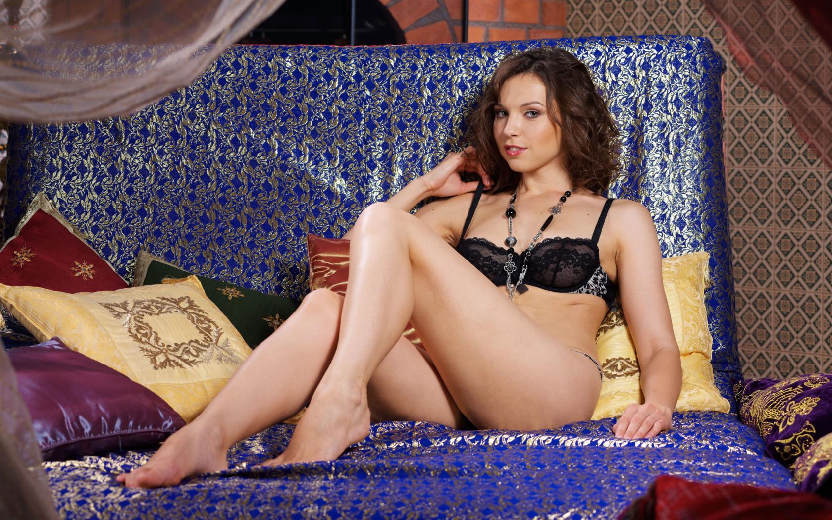 Download photo 1680x1050, anita e, brunette, sexy girl