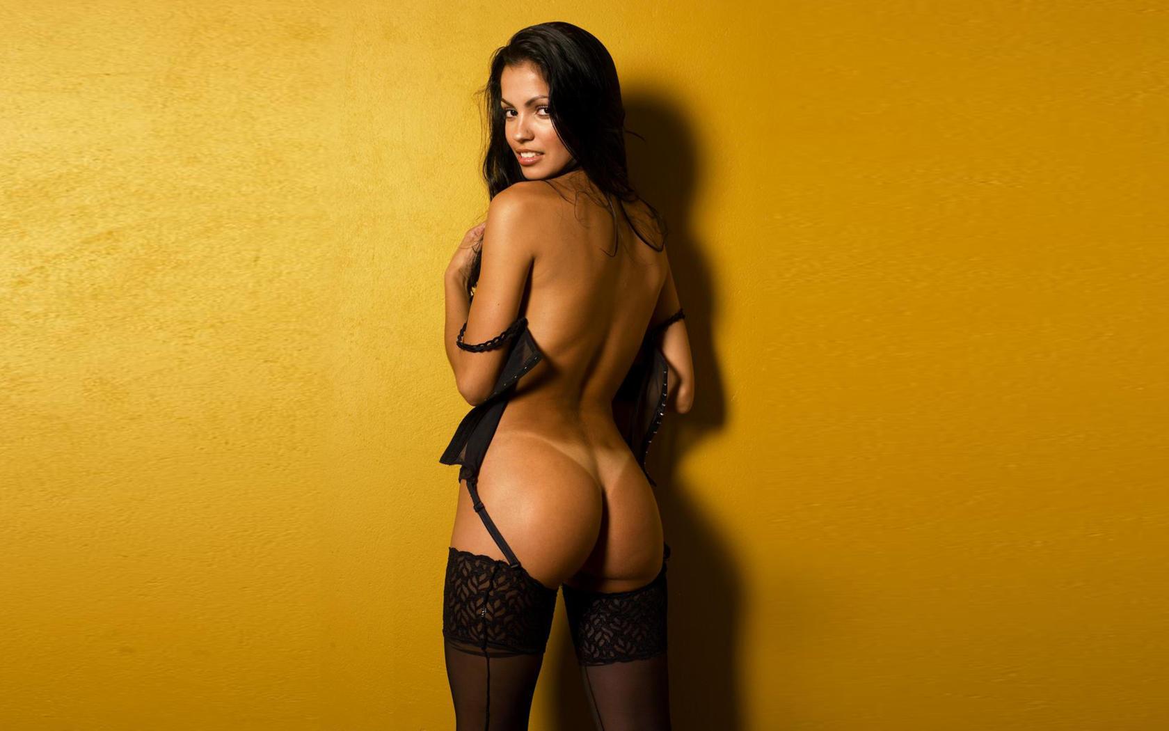 Holly Davidson Nude Pics