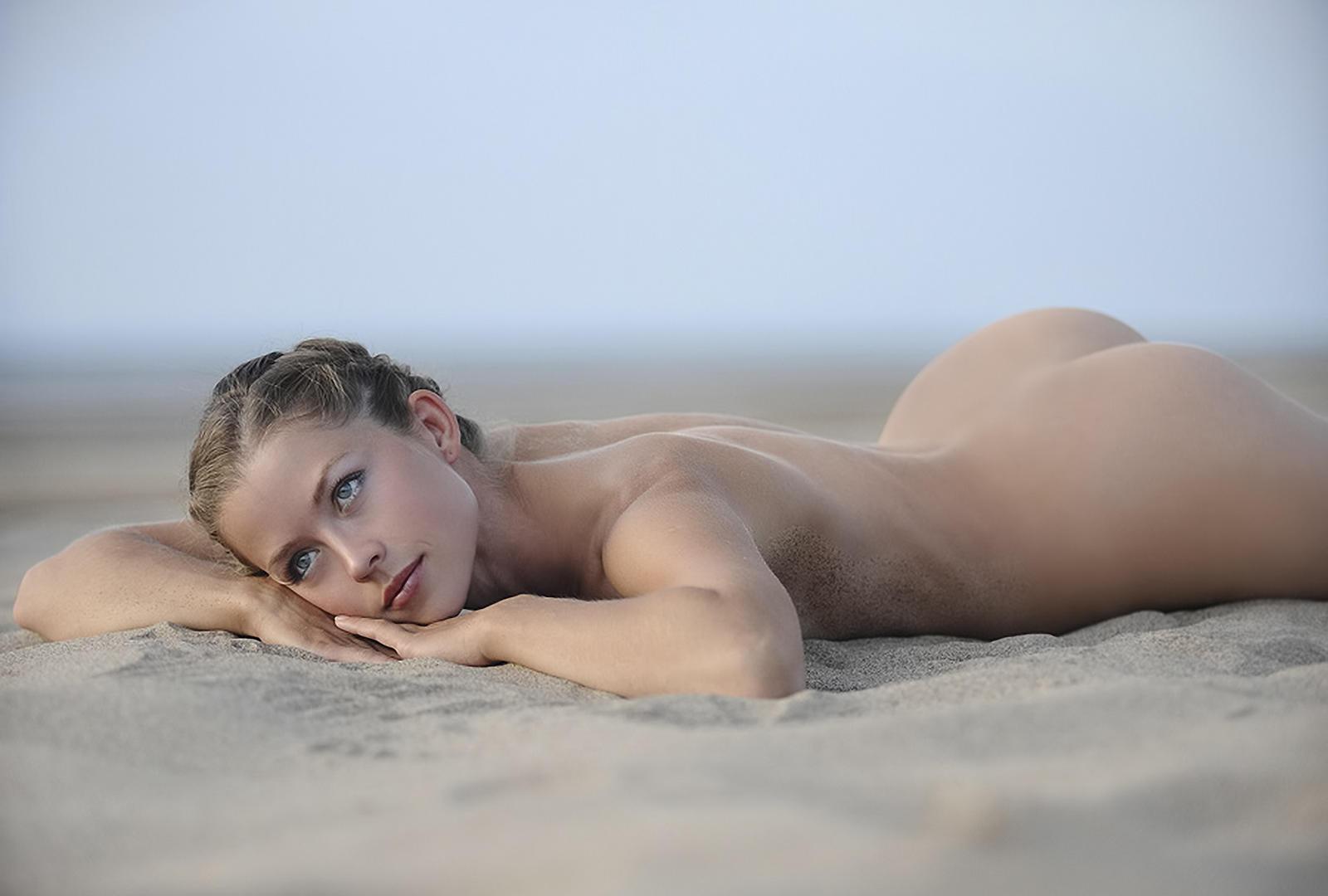 Beach babe ass