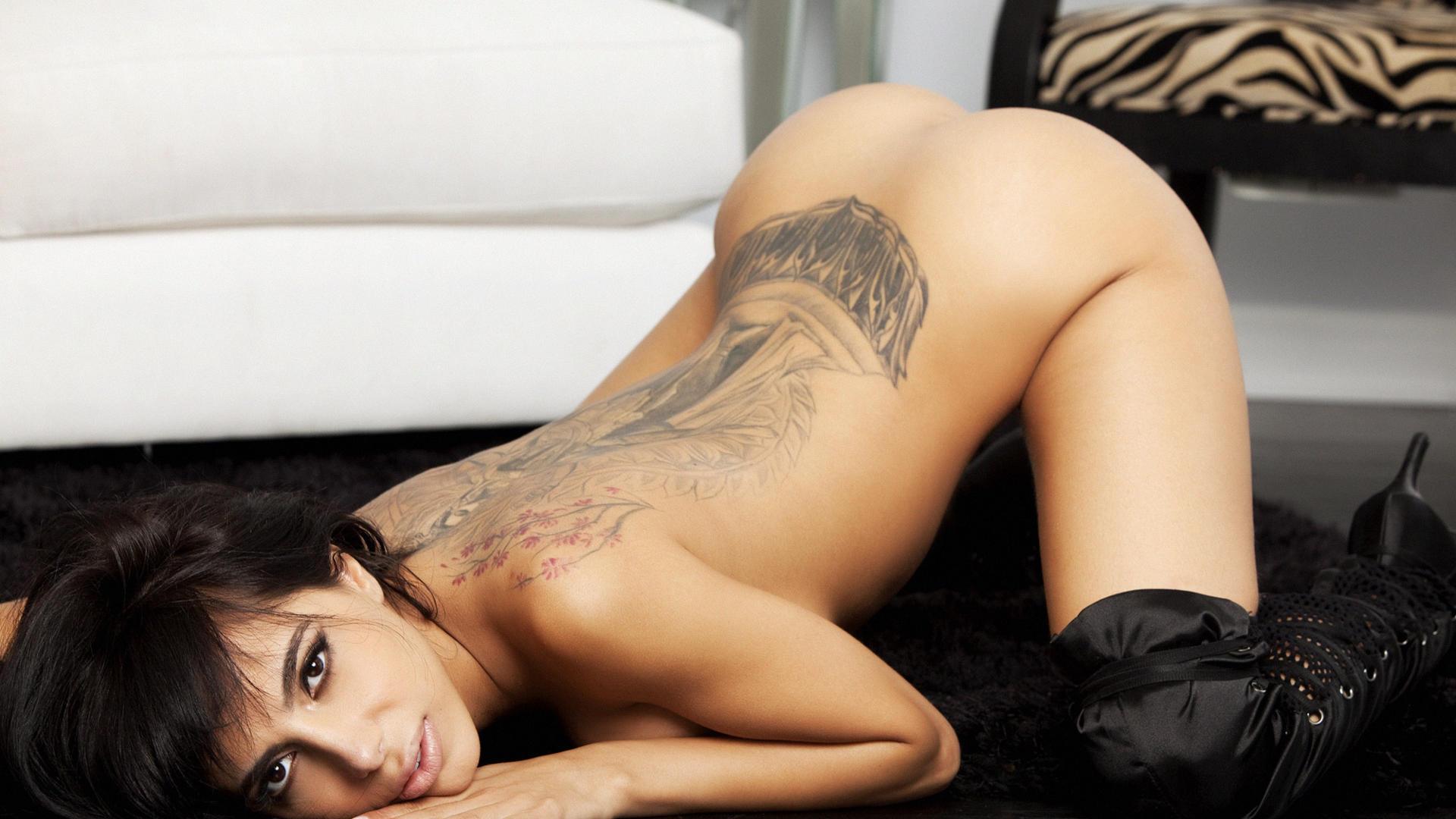 Pretty ass nude