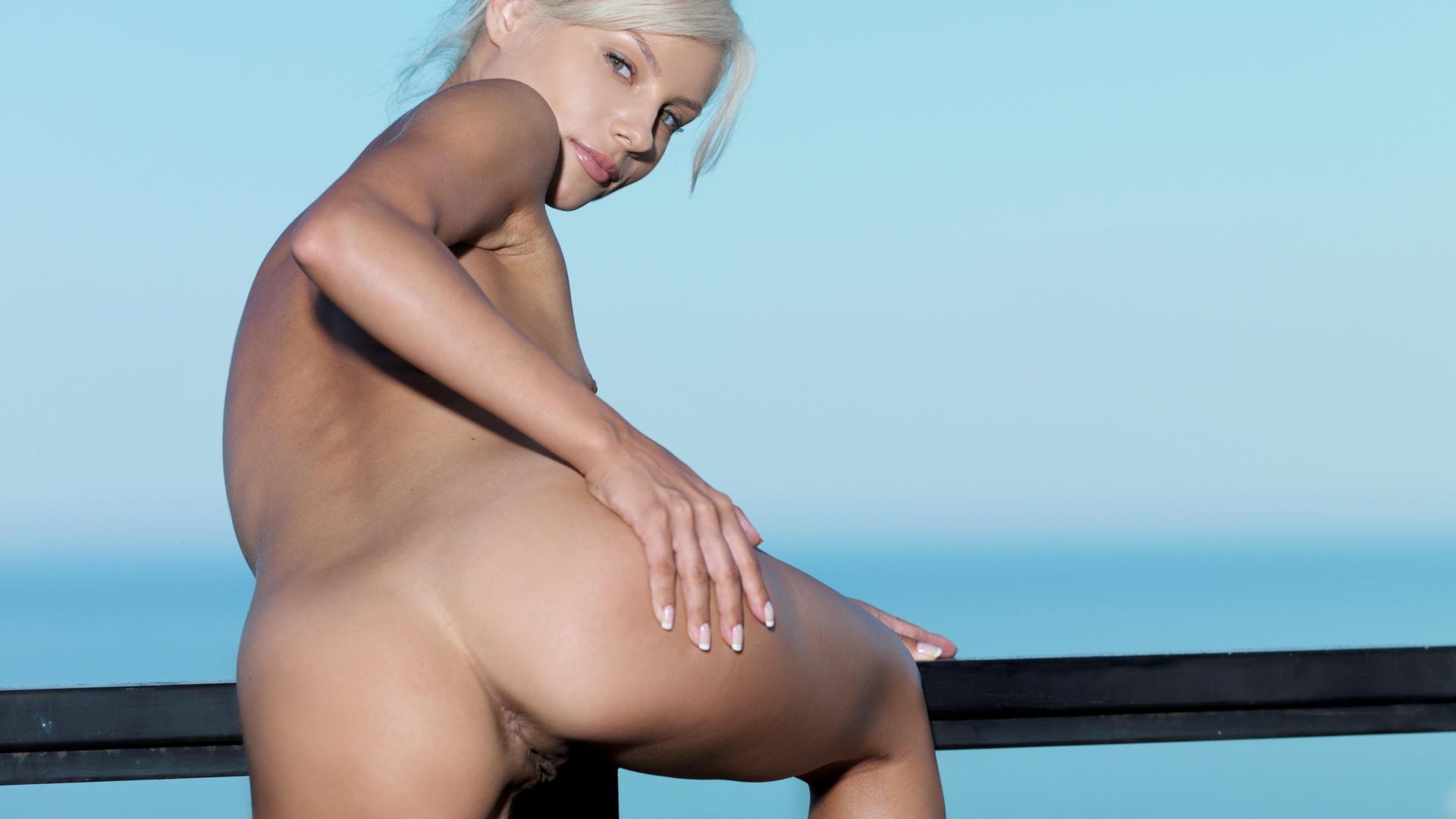 Blonde ass video