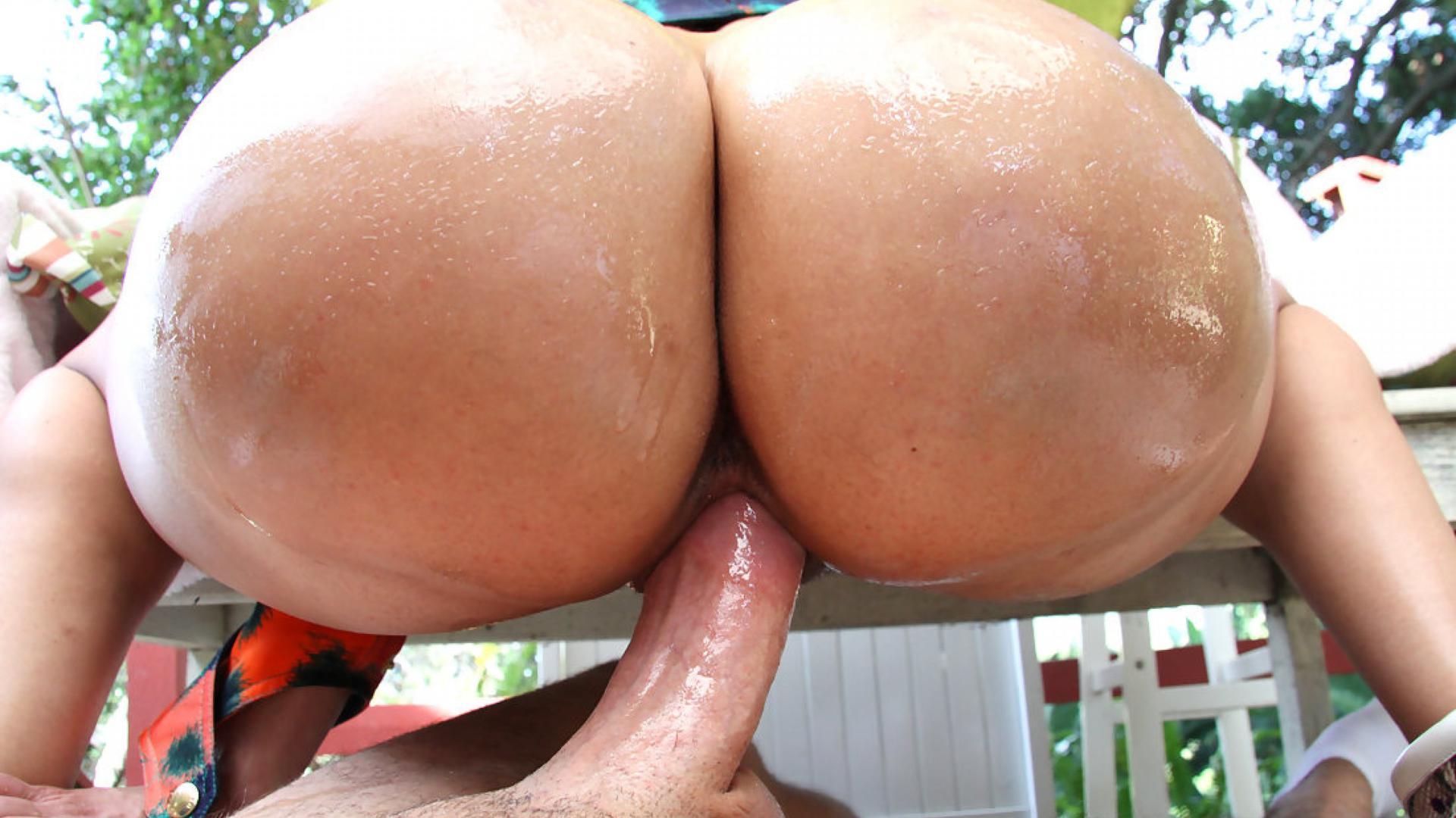 Огромная задница трах