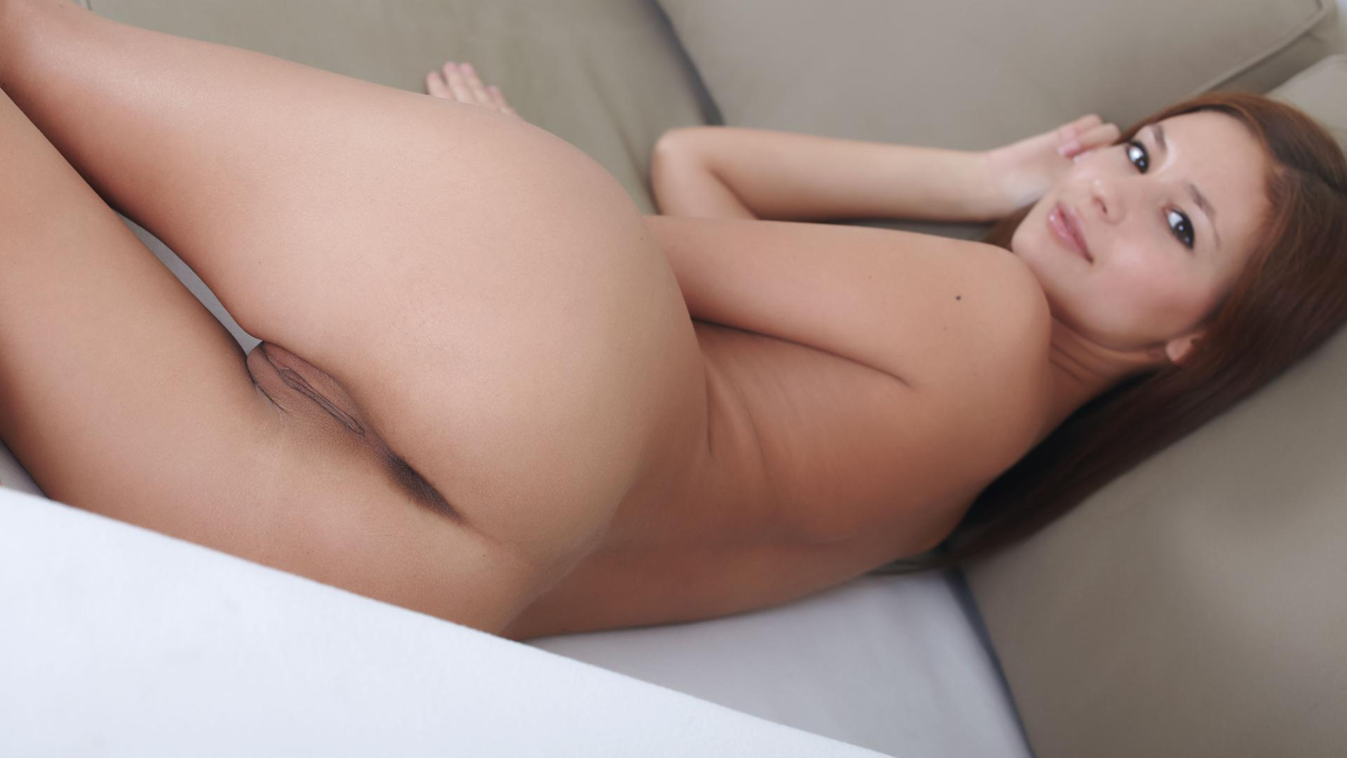 Sexy ass in bed