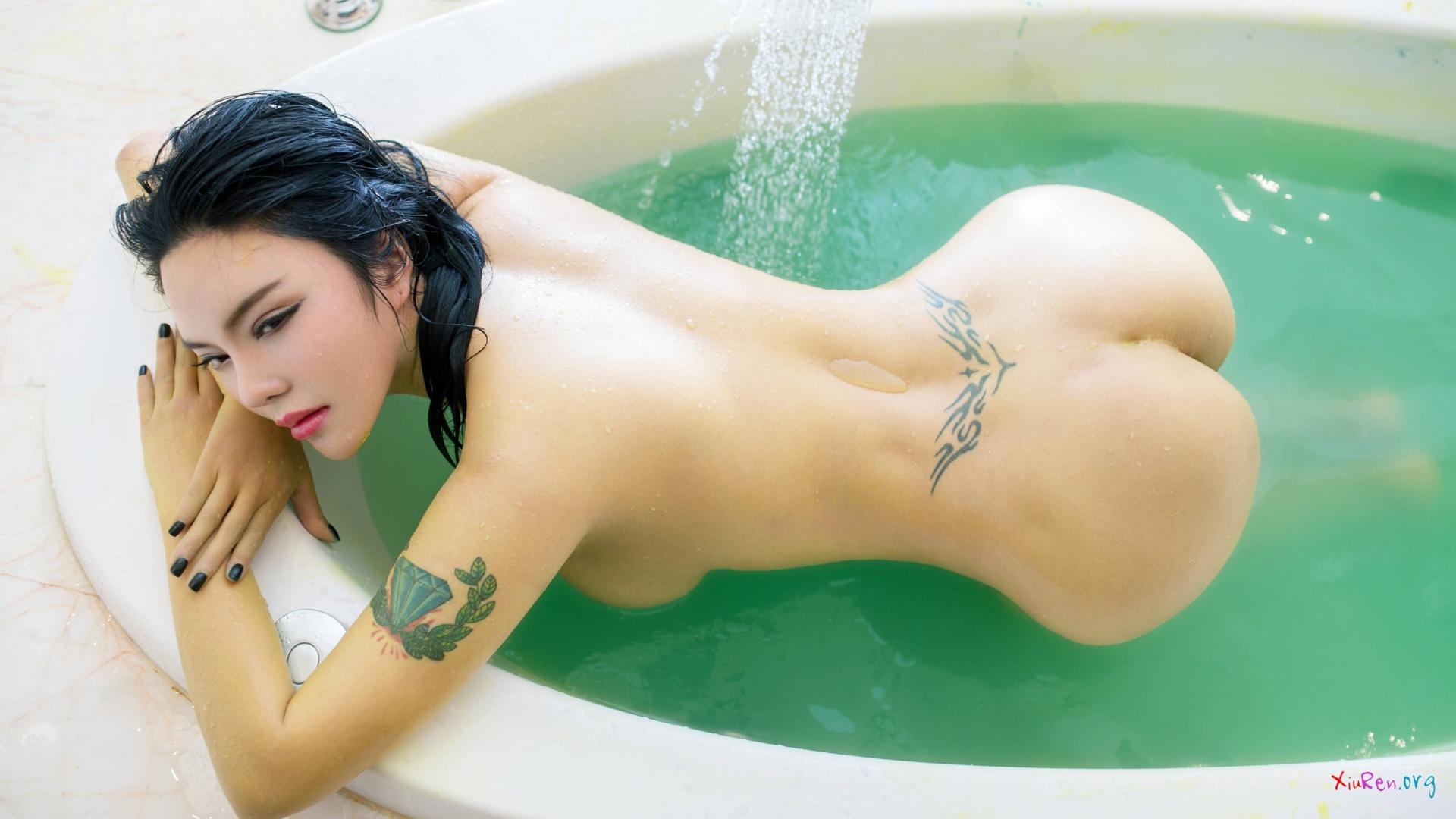 Brunette with back tattoo girlfriends can039t 4