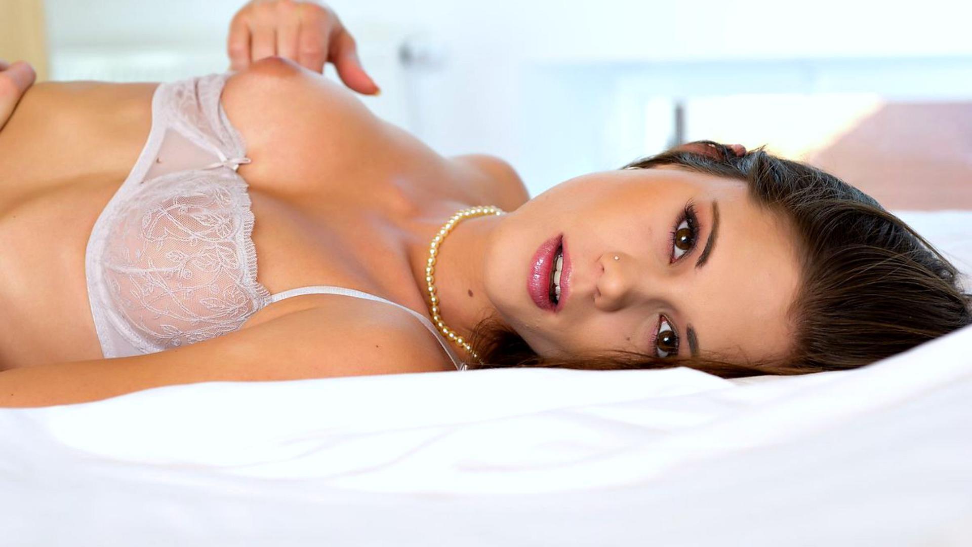 Download photo 1920x1080, caprice, brunette, lingerie, bra
