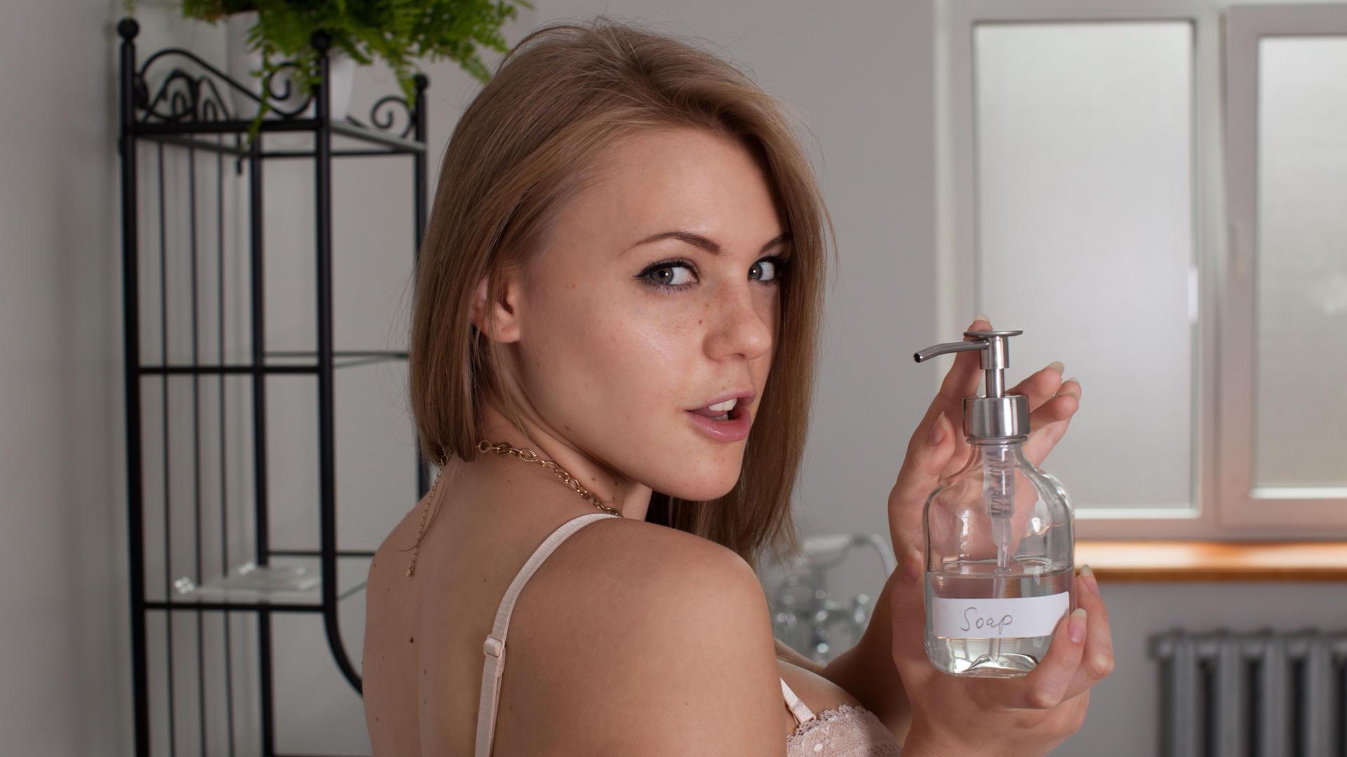 women, model, brunette, Femjoy.com, Viola Bailey, long hair, face, moles, smiling | 1667x2500