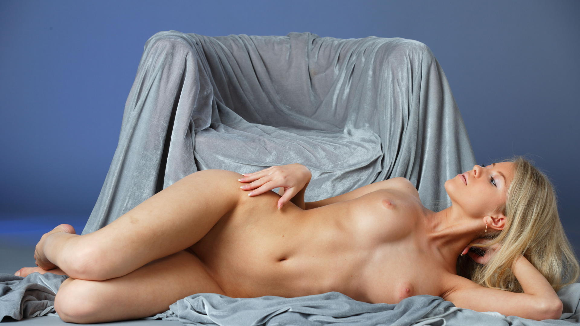 Blonde with a sexy fuck in bed