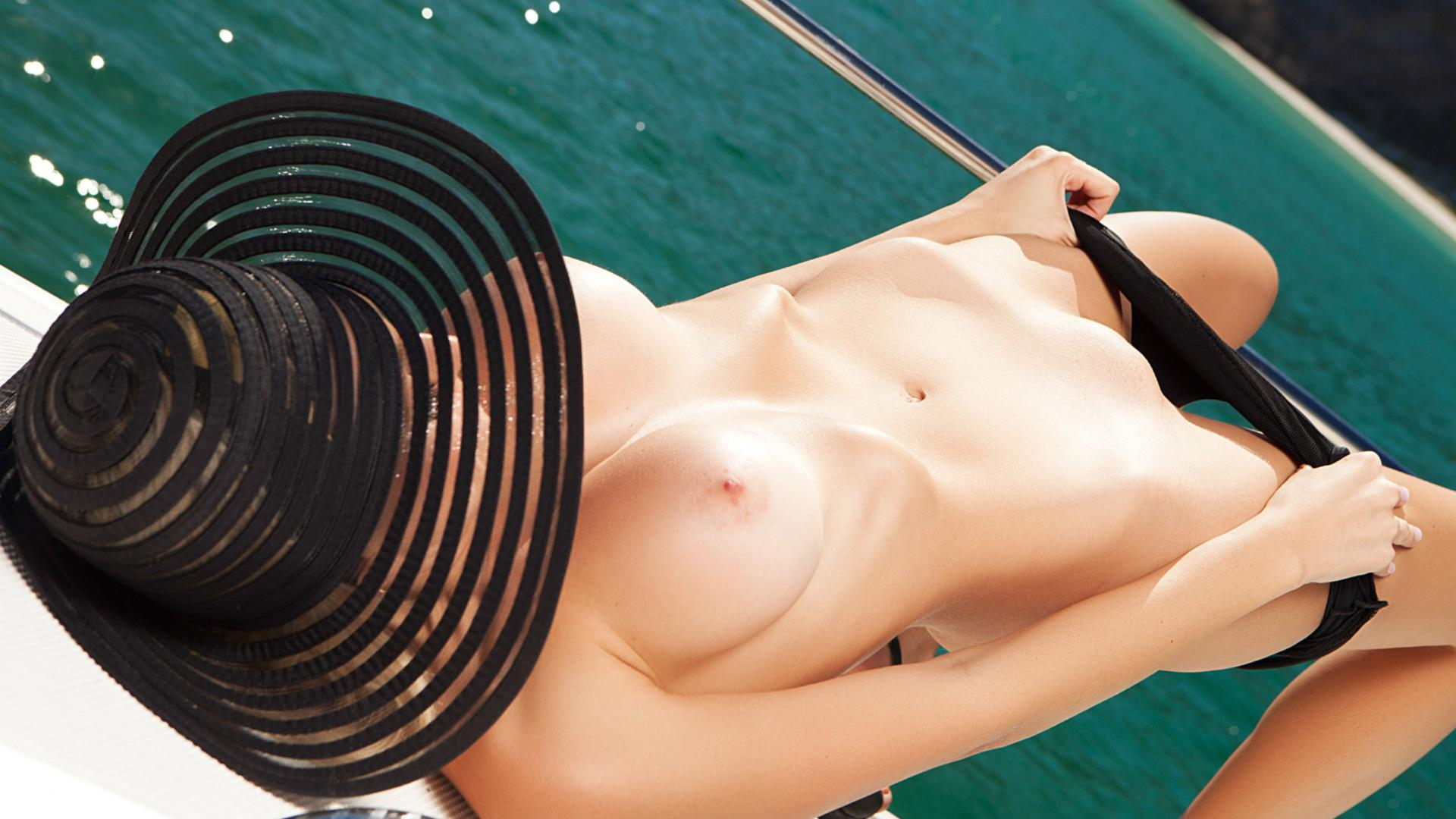 ... model, yacht, naked, big tits, pink nipples, shaved pussy - ID: 159026