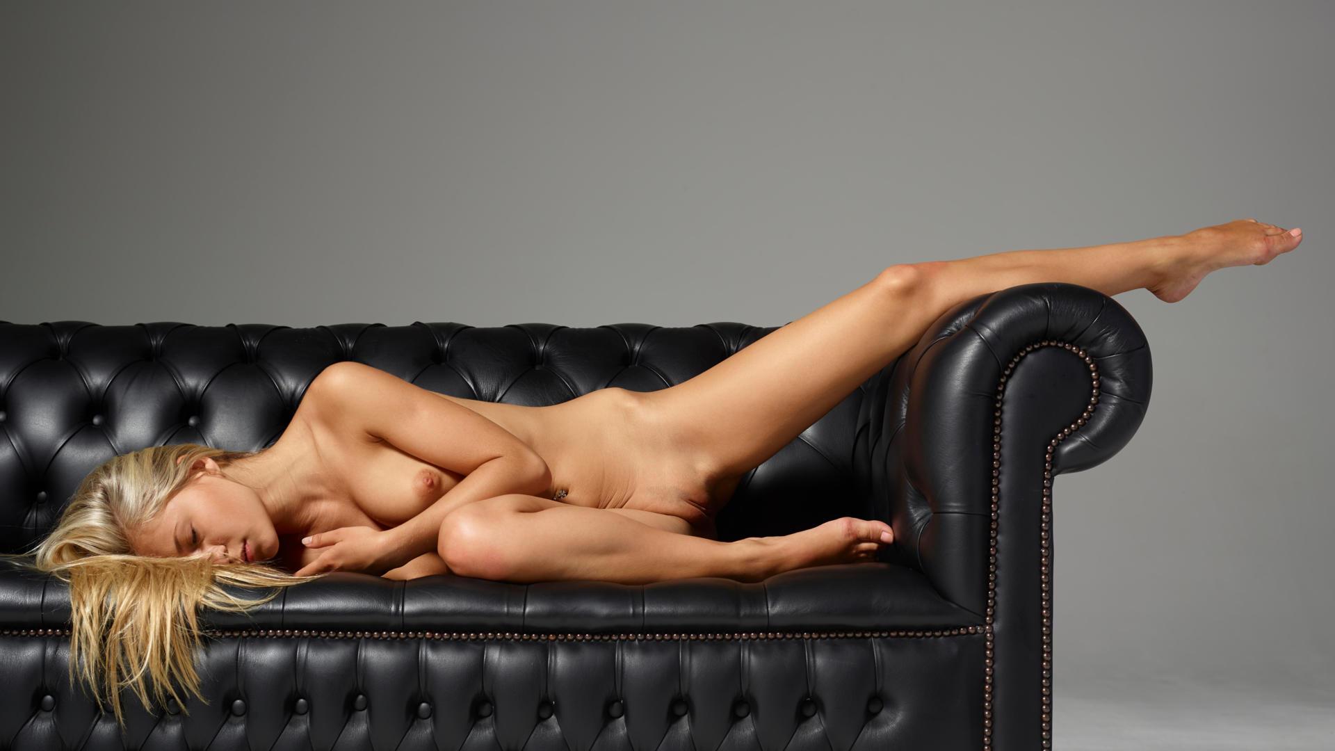 fucking a nude woman